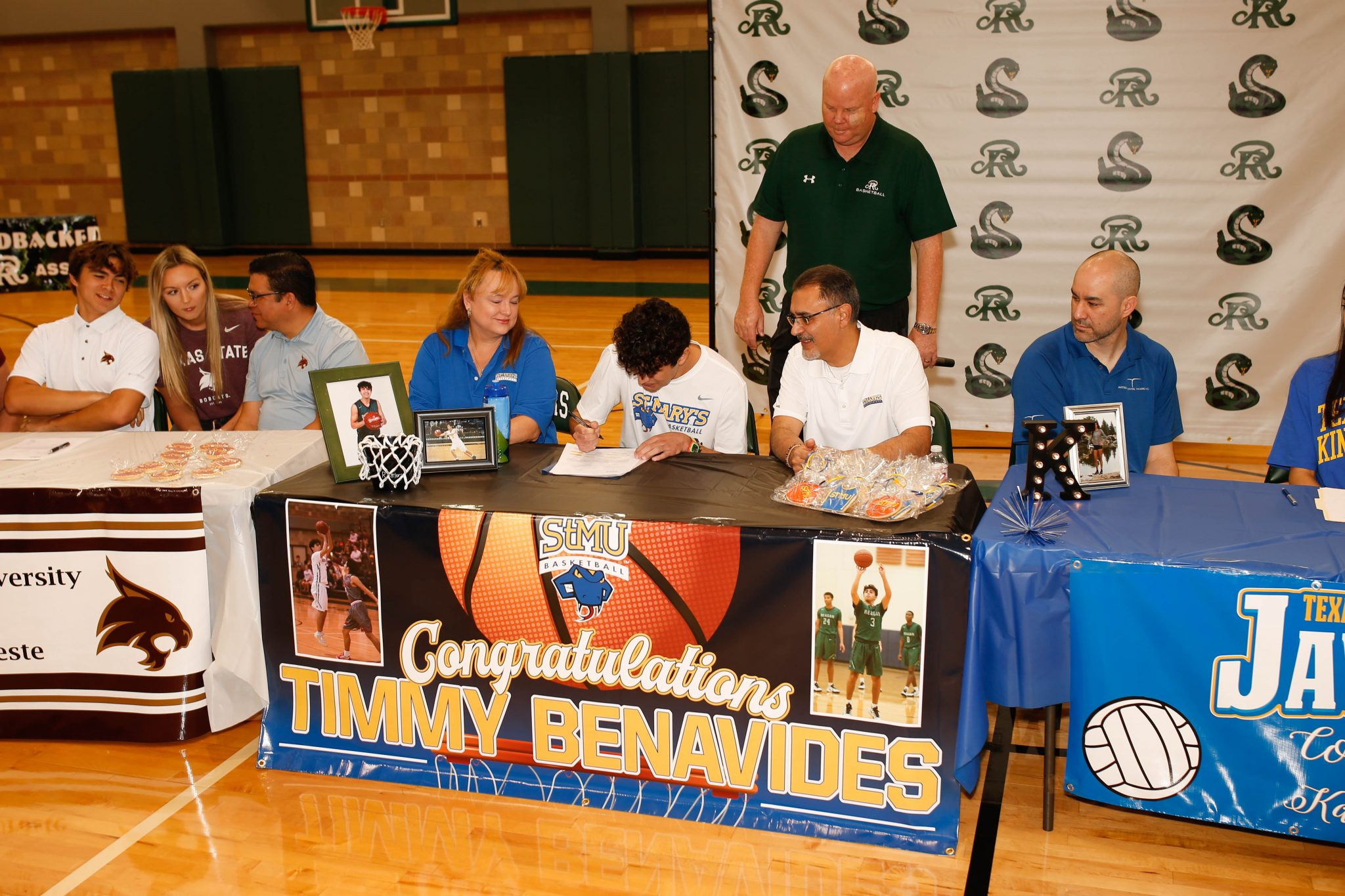 T. Benavides Signing w/St. Mary's